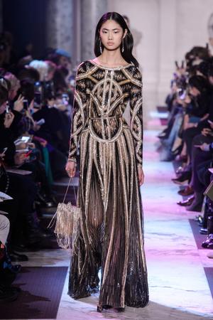 Показ Elie Saab коллекции сезона Весна-лето 2018 года Haute couture - www.elle.ru - Подиум - фото 675261