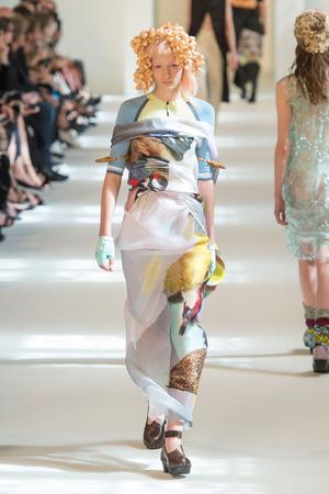 Показ Maison Margiela коллекции сезона Осень-зима 2016-2017 года Haute couture - www.elle.ru - Подиум - фото 607168