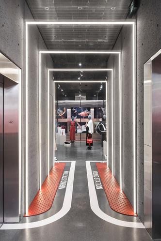 VRing Station: pop-up бутик Valentino в Монреале (фото 4.1)