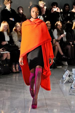 Показы мод Mark Fast Осень-зима 2013-2014 | Подиум на ELLE - Подиум - фото 767