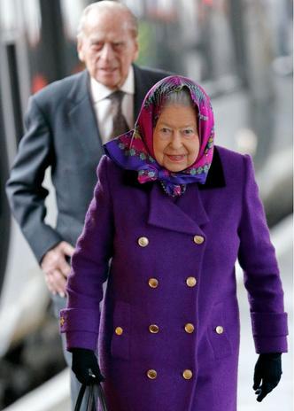 Королевский экспресс: Елизавета II отправилась в Норфолк на обычном поезде (фото 1)