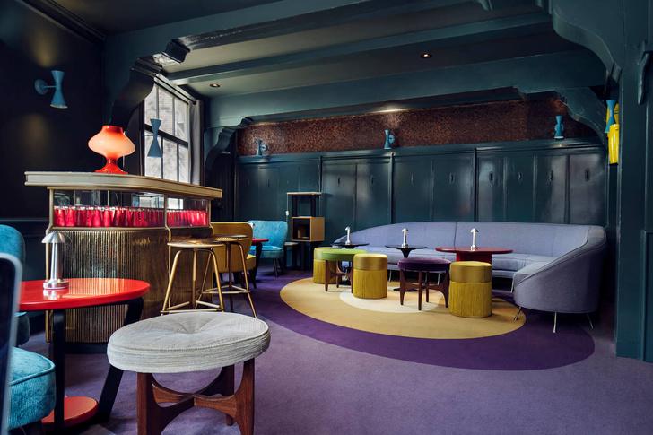 Яркий бар в Амстердаме (фото 6)