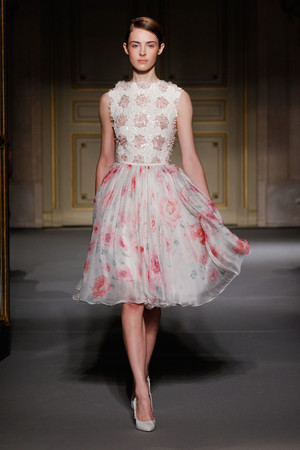 Показ Georges Hobeika коллекции сезона Весна-лето 2013 года Haute couture - www.elle.ru - Подиум - фото 477524