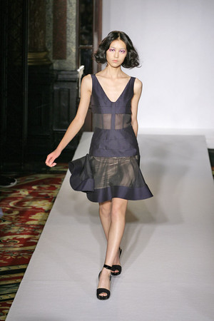 Показ Cher Michel Klein коллекции сезона Весна-лето 2009 года prêt-à-porter - www.elle.ru - Подиум - фото 84397