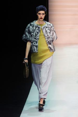Показы мод Emporio Armani Осень-зима 2013-2014 | Подиум на ELLE - Подиум - фото 685