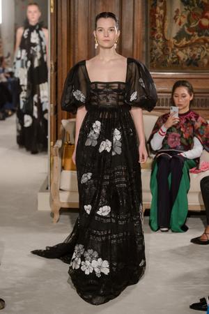 Показ Valentino коллекции сезона Весна-лето 2018 года haute couture - www.elle.ru - Подиум - фото 675941
