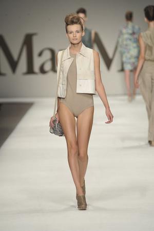 Показ Max Mara коллекции сезона Весна-лето 2009 года prêt-à-porter - www.elle.ru - Подиум - фото 82922