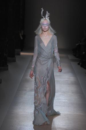 Показ Valentino коллекции сезона Весна-лето 2010 года Haute couture - www.elle.ru - Подиум - фото 139290