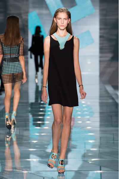 Показ Versace на Неделе моды в Милане
