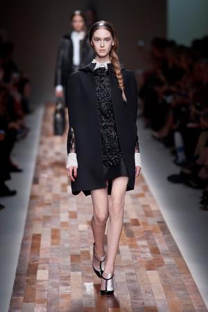 Показы мод Valentino Осень-зима 2013-2014 | Подиум на ELLE - Подиум - фото 587