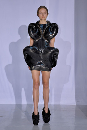 Показ  коллекции сезона Осень-зима 2011-2012 года Haute couture - www.elle.ru - Подиум - фото 276988
