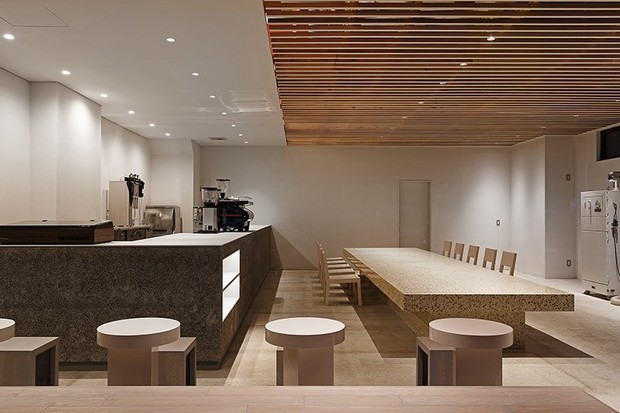 Аскетичное кафе в Японии (фото 3)