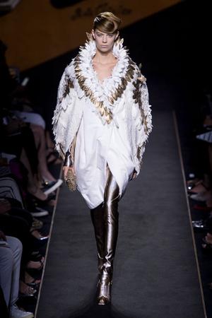 Показ Fendi коллекции сезона Осень-зима 2015-2016 года Haute couture - www.elle.ru - Подиум - фото 597125
