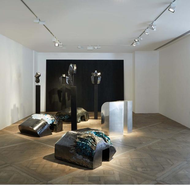 Рик Оуэнс: мебель из мрамора и рога (фото 22)