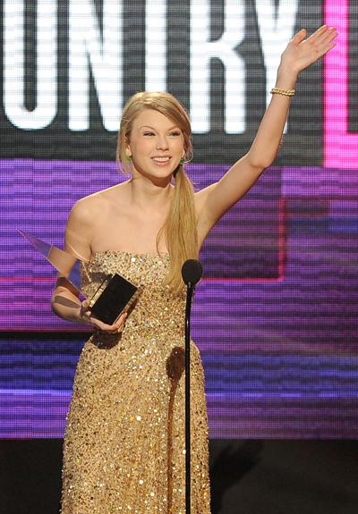 Тэйлор Свифт на American Music Awards 2011
