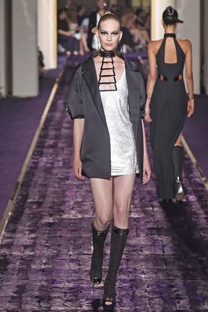Показ Atelier Versace коллекции сезона Осень-зима 2014-2015 года Haute couture - www.elle.ru - Подиум - фото 584593