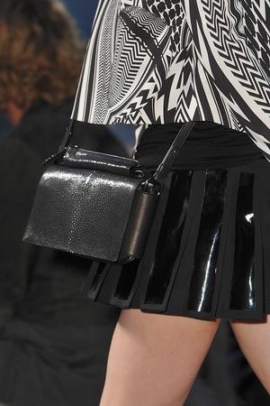 Показ Givenchy коллекции сезона Весна-лето 2010 года prêt-à-porter - www.elle.ru - Подиум - фото 120040