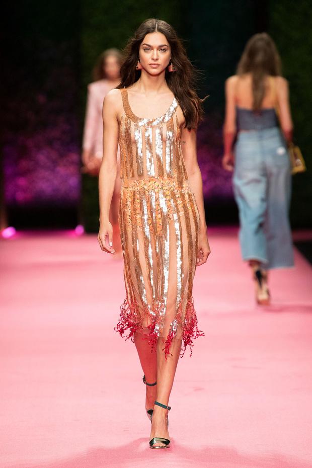 Внутренний блеск: прозрачные платья на шоу Elisabetta Franchi (фото 2)