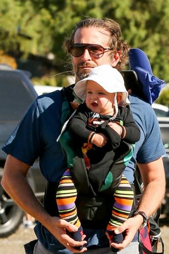 Фото дня: Ирина Шейк и Брэдли Купер с дочерью в Лос-Анджелесе фото [1]
