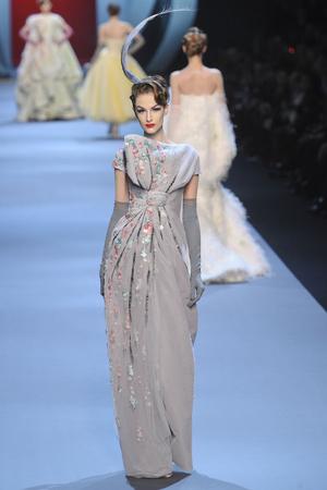 Показ Christian Dior коллекции сезона Весна-лето 2011 года haute couture - www.elle.ru - Подиум - фото 214941
