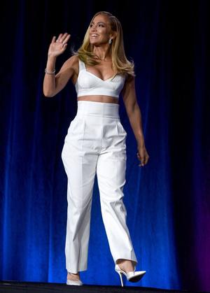 Шакира и Дженнифер Лопес на пресс-конференции Pepsi (фото 0.1)