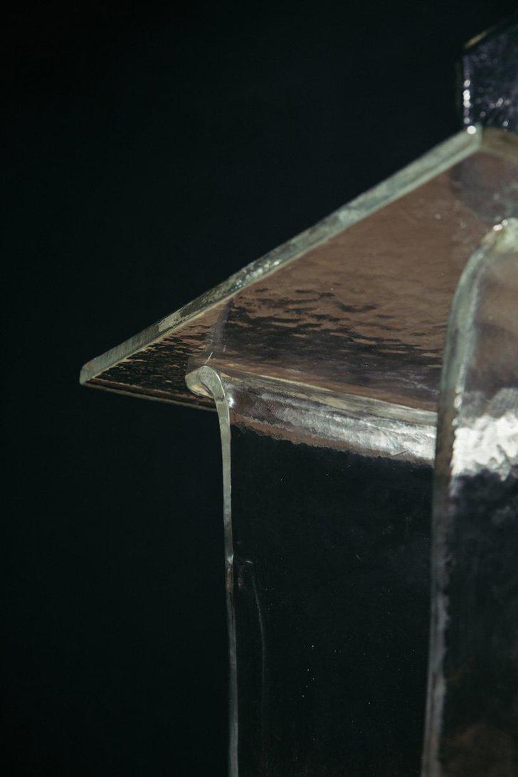Коллекция мебели Melt из расплавленного стекла (фото 5)