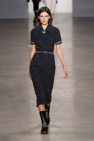 Показ Calvin Klein Collection коллекции сезона Осень-зима 2014-2015 года Prêt-à-porter - www.elle.ru - Подиум - фото 578020