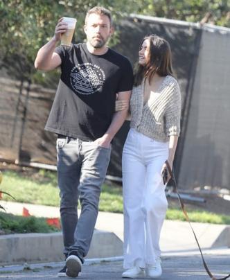 Но есть и хорошие новости: Ана де Армас и Бен Аффлек на прогулке (фото 4.2)