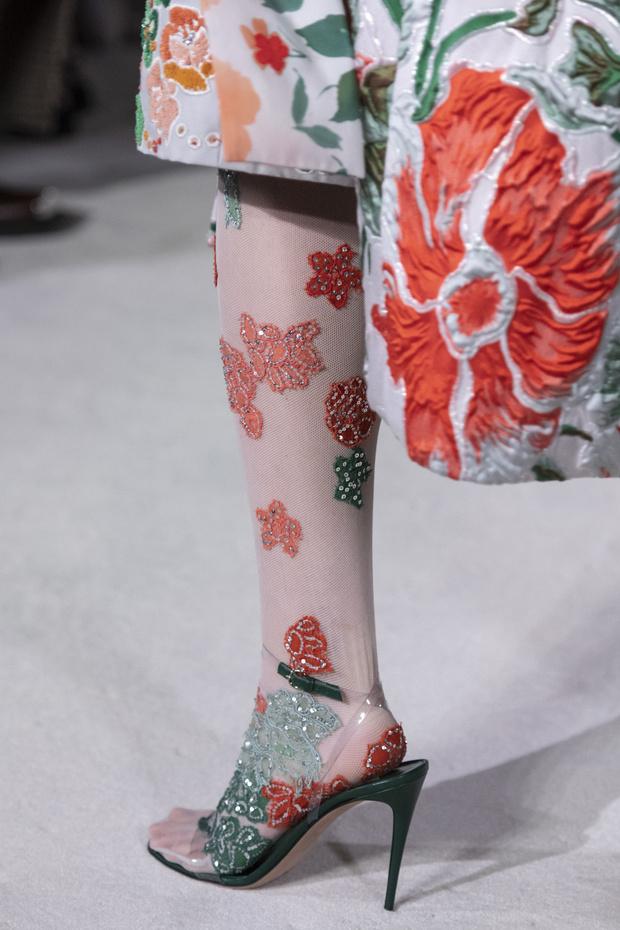 Тренд лета: кружевные колготки как на показе Valentino (фото 1)