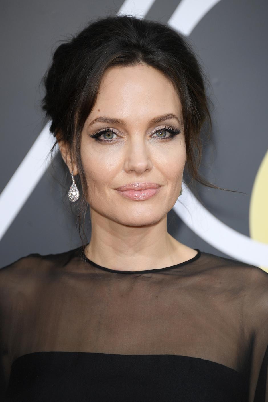Дива дивная: Анджелина Джоли на «Золотом глобусе — 2018» (фото 4)