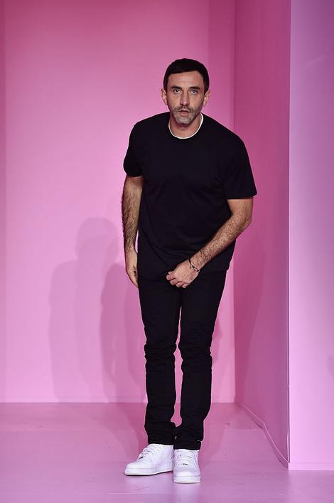 5 фактов о будущей Неделе моды в Лондоне (фото 2)  2. Рикардо Тиши покажет  первую коллекцию для Burberry 8dc981cccf0
