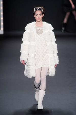 Показы мод Anna Sui Осень-зима 2013-2014 | Подиум на ELLE - Подиум - фото 809