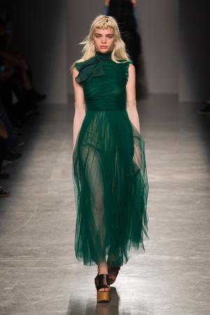 Показы мод Rochas Весна-лето  2017 | Подиум на ELLE - Подиум - фото 4726