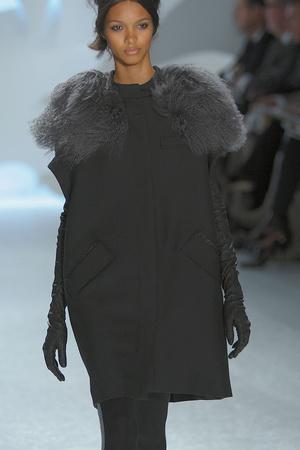 Показ Vera Wang коллекции сезона Осень-зима 2010-2011 года prêt-à-porter - www.elle.ru - Подиум - фото 145722