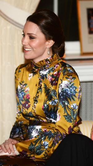Кейт Миддлтон в атласном платье Erdem на ужине с королевской семьей Швеции (фото 2)
