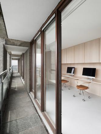 Минималистские апартаменты по дизайну Джона Поусона (фото 6.1)