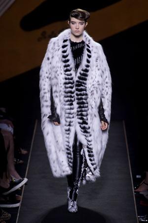 Показы мод Fendi Осень-зима 2015-2016 | Подиум на ELLE - Подиум - фото 4325