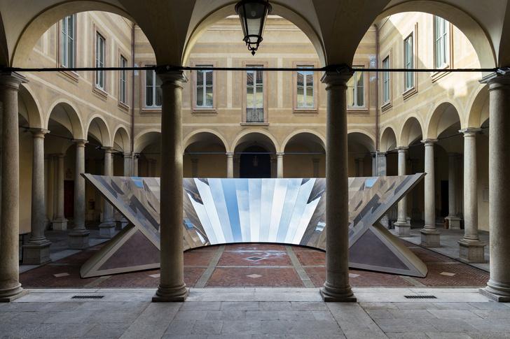 Инсталляция COS и Филиппа К. Смита III на Миланской неделе дизайна (фото 4)