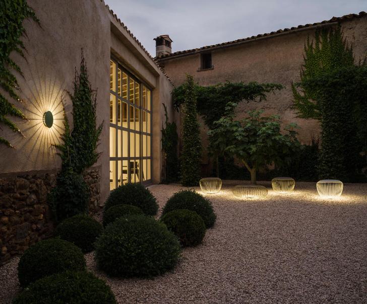 Светящаяся мебель для сада от фабрики Vibia