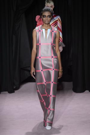 Показ Viktor & Rolf коллекции сезона Весна-лето 2018 года Haute couture - www.elle.ru - Подиум - фото 677331