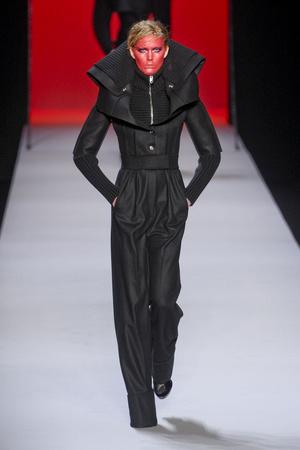 Показы мод Viktor & Rolf Осень-зима 2011-2012 | Подиум на ELLE - Подиум - фото 2148