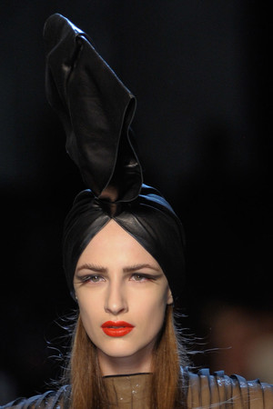 Показ Jean Paul Gaultier коллекции сезона Осень-зима 2010-2011 года Haute couture - www.elle.ru - Подиум - фото 168466