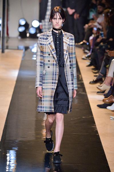 Неделя моды в Париже: показы Alexander McQueen и Paul & Joe ready-to-wear осень — зима 2015-2016   галерея [2] фото [2]