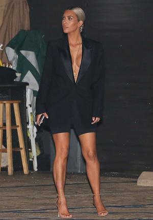 Ким Кардашьян заработала $10 млн. за первый день продаж нового аромата фото [2]