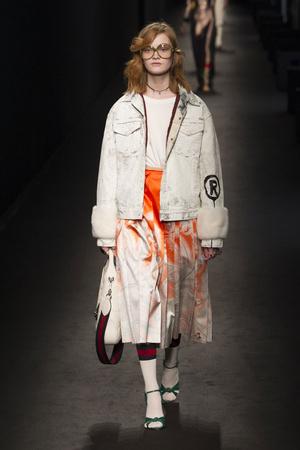 Показ Gucci коллекции сезона Осень-зима 2016-2017 года prêt-à-porter - www.elle.ru - Подиум - фото 605076