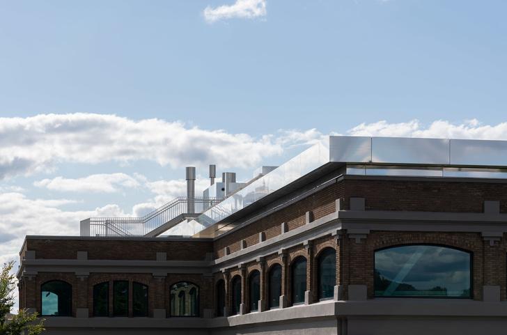 Библиотека с подвесными стеллажами Корнелльском университете (фото 2)