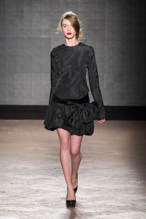 Показ New upcoming designers коллекции сезона Осень-зима 2014-2015 года prêt-à-porter - www.elle.ru - Подиум - фото 581362