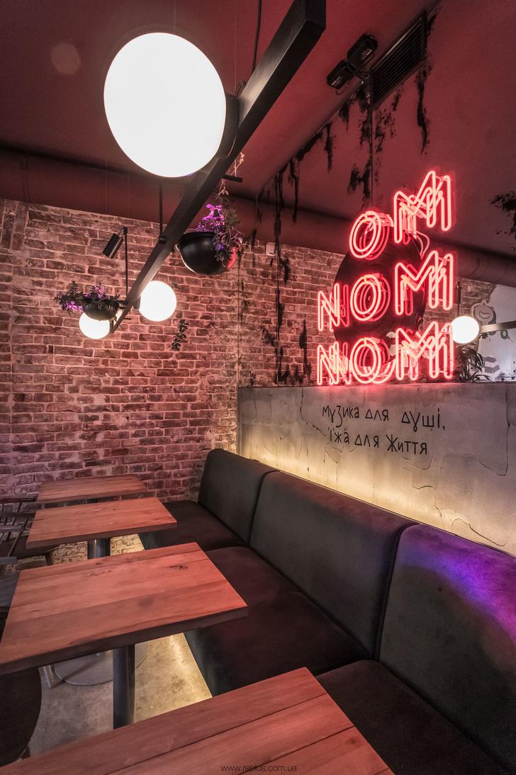 Веганское кафе OMNOMNOM в Львове (фото 9)