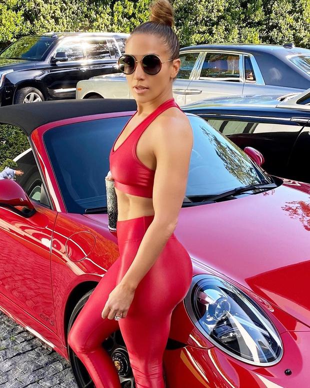 Не тело, а Porsche: идеальная форма Дженнифер Лопес (фото 1)