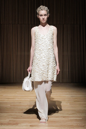 Показы мод The Row Весна-лето 2012 | Подиум на ELLE - Подиум - фото 2017